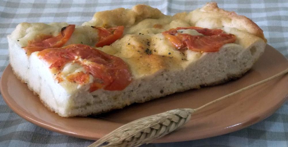 Focaccia con Pomodori, Origano e Pecorino