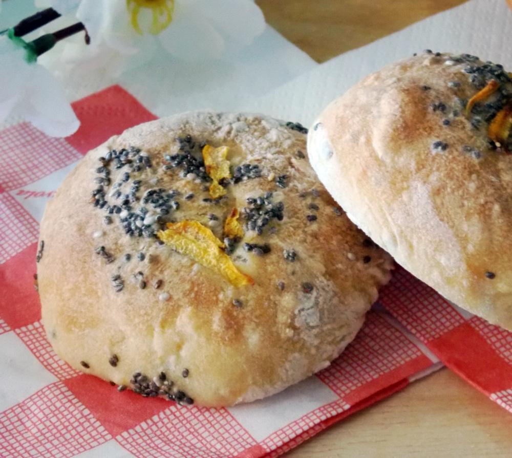 Pane con Semi di Chia e Carote