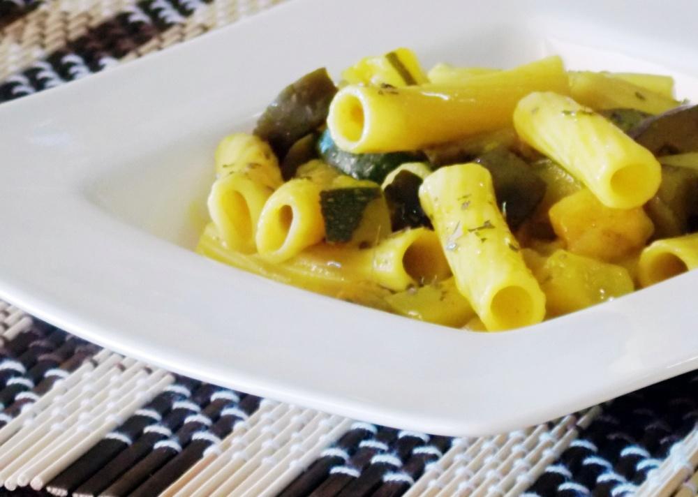 Pasta alla Curcuma con Zucchine e Melanzane