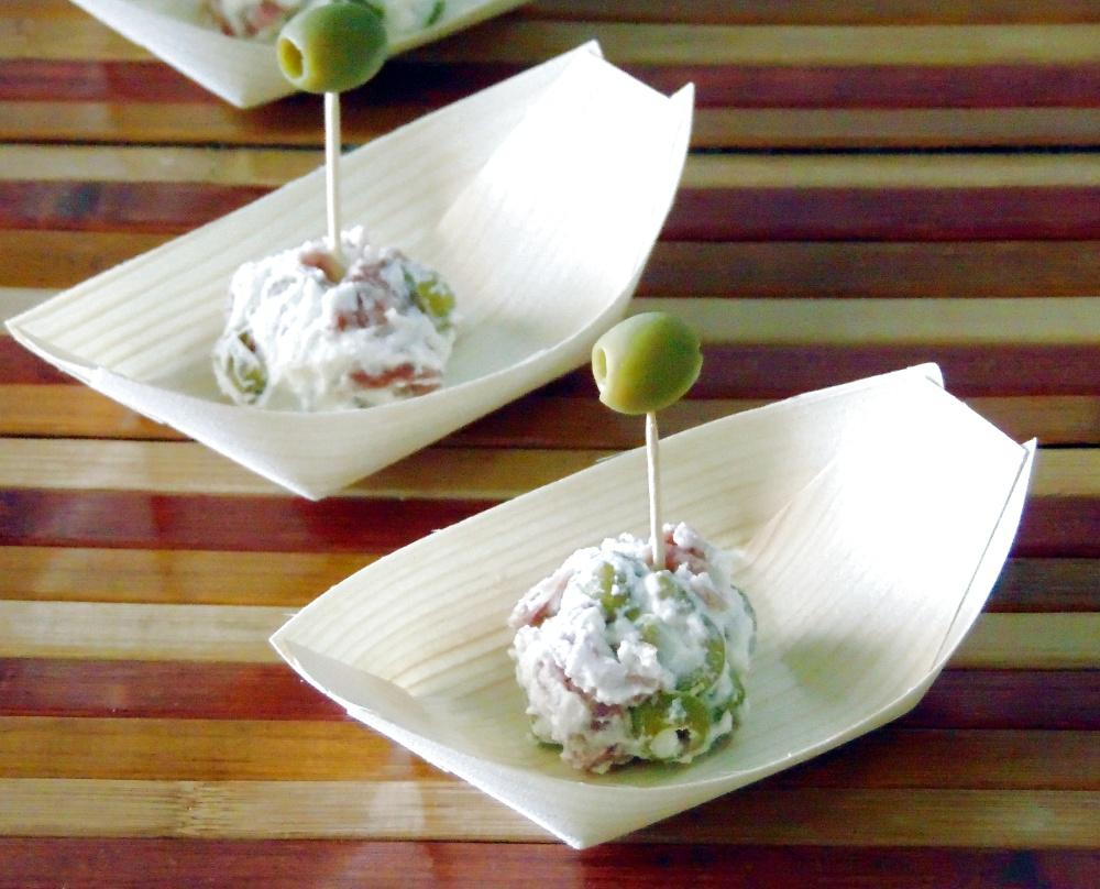Bocconcini di Ricotta con Olive e Salame
