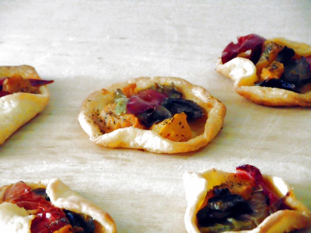 Pizzettine di Pasta Brisè con Zucca, Funghi e Peperoni
