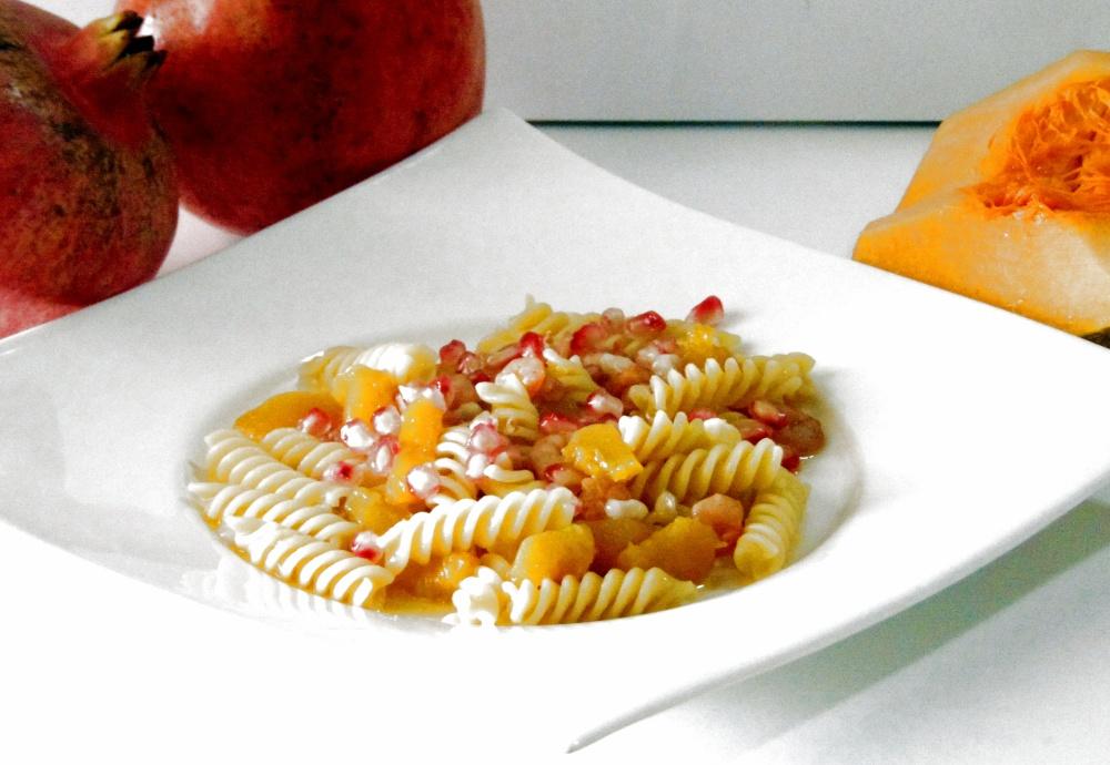 Pasta con Zucca,Melograno e Gamberetti